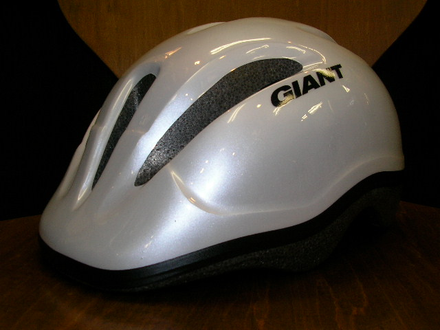 GIANTのヘルメットが入荷!(子供用)_b0189682_16302025.jpg