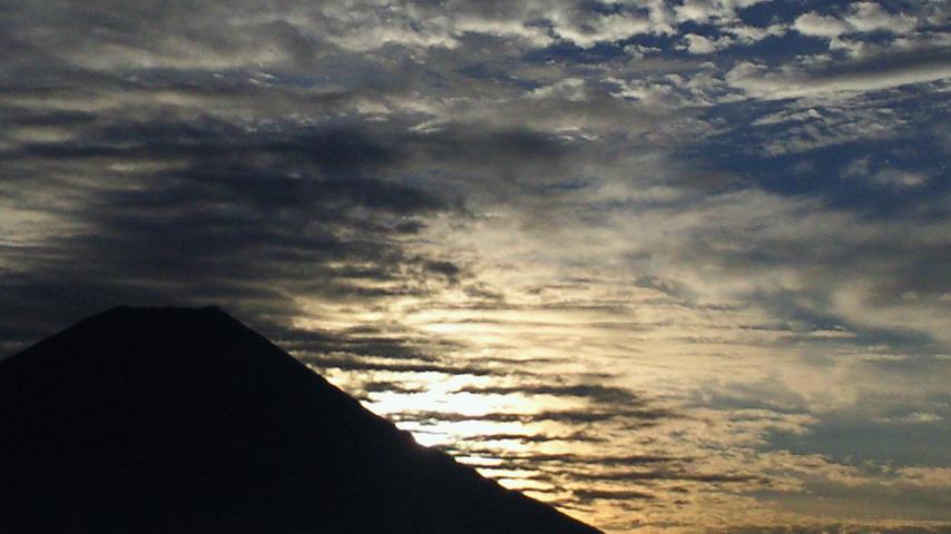 お歯ようございま寿!本日は筋雲からお天道さまです(o^o^o)_b0008655_733403.jpg