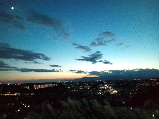 日暮れ空。丹沢を望む。_b0032617_1721433.jpg