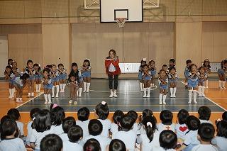 佐々木希、10月30日(日)に「スポーツ幼児園 バディ」の園児らと共に新曲の振り付けダンスを披露した!_e0025035_13204330.jpg