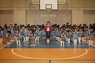 佐々木希、10月30日(日)に「スポーツ幼児園 バディ」の園児らと共に新曲の振り付けダンスを披露した!_e0025035_13212246.jpg
