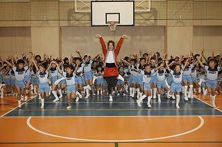 佐々木希、10月30日(日)に「スポーツ幼児園 バディ」の園児らと共に新曲の振り付けダンスを披露した!_e0025035_1321431.jpg