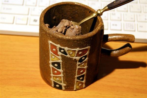 アイスを食べています_e0166355_19293541.jpg
