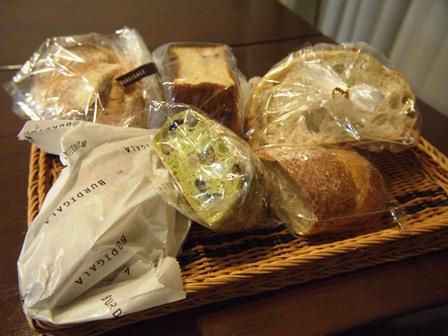 時々、パン屋さんで大量買いします_e0167593_1144977.jpg