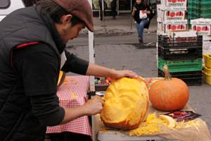 ニューヨークのハロウィン風景 かぼちゃいっぱい青空市場_b0007805_2339913.jpg