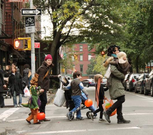 ニューヨークのハロウィン風景 ブリーカー通り沿い_b0007805_0341540.jpg