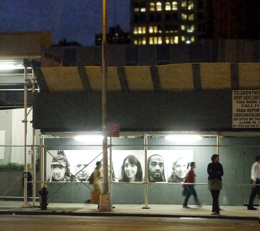 ニューヨークの街角で急増中の白黒ポートレート写真アート Inside Out Project_b0007805_11133438.jpg