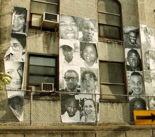 ニューヨークの街角で急増中の白黒ポートレート写真アート Inside Out Project_b0007805_1114439.jpg