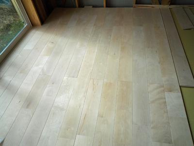 床材の施工中に気になるクーラーバック_a0148909_21122083.jpg