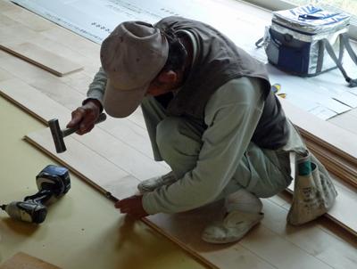 床材の施工中に気になるクーラーバック_a0148909_2155119.jpg