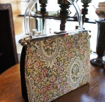 ゴブラン織りのヴィンテージバッグ セール始めました。_f0196455_15531298.jpg