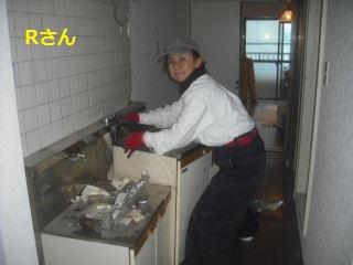 キッチン解体 41台中の初日_f0031037_20141094.jpg