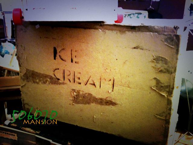 使い終えたモノ 古い ice cream のダンボール箱_e0243096_11452214.jpg