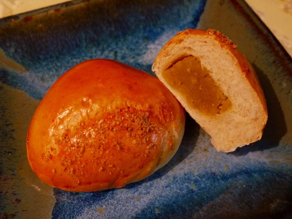 バターカステラと栗あんのパン_f0138096_1132952.jpg
