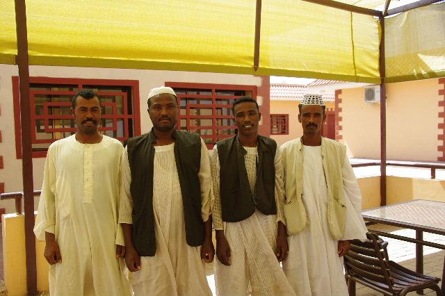 【スーダン周遊】 昼食、そして、ナイル川第6カタラクトへ_c0011649_0122916.jpg