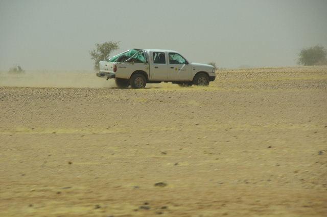 【スーダン周遊】 昼食、そして、ナイル川第6カタラクトへ_c0011649_083334.jpg