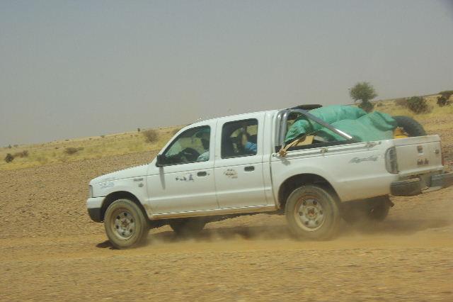 【スーダン周遊】 昼食、そして、ナイル川第6カタラクトへ_c0011649_093062.jpg