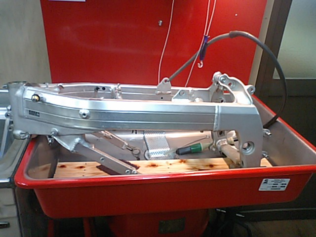 MC18車体整備!!_e0114857_2216461.jpg