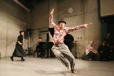 ダンスの乱れ打ちで賑わった20周年記念パーティ_d0178431_15101363.jpg