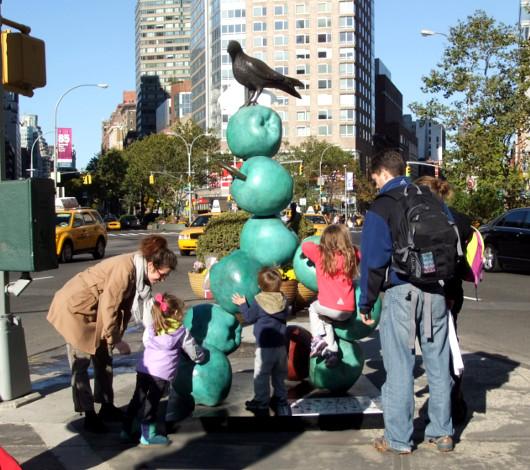 NYブロードウェイの59~168丁目間でパブリック・アート展 Peter Woytuk on Broadway_b0007805_13392831.jpg
