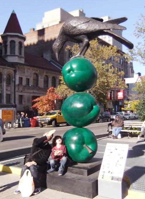 NYブロードウェイの59~168丁目間でパブリック・アート展 Peter Woytuk on Broadway_b0007805_13394620.jpg