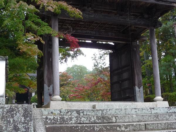 静かな雨の紅葉、宝福寺。_e0173183_2341142.jpg