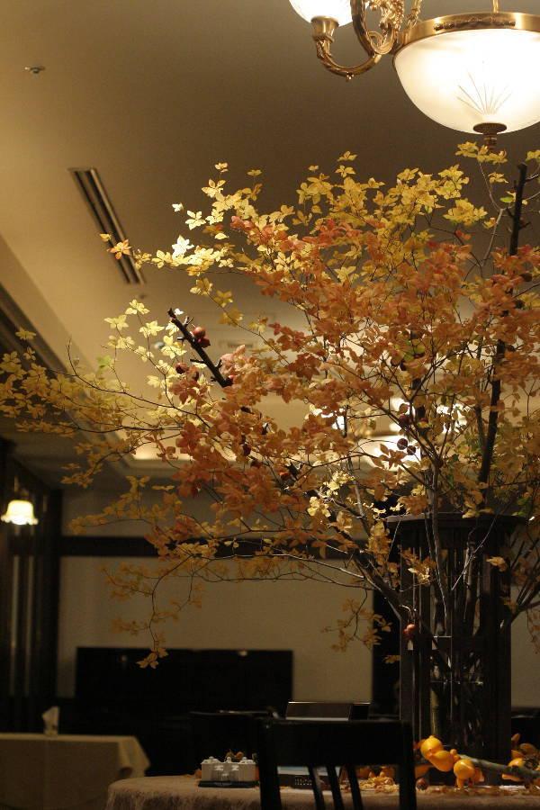 シェ松尾青山サロン様の装花 紅葉と、赤でかわいく_a0042928_1856103.jpg