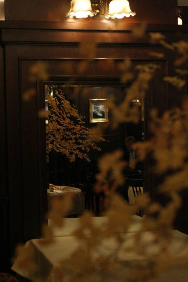 シェ松尾青山サロン様の装花 紅葉と、赤でかわいく_a0042928_18571210.jpg