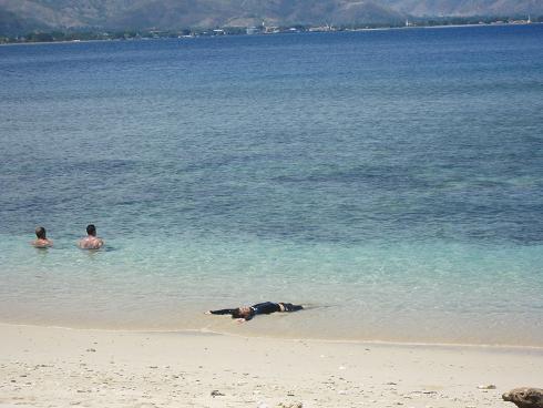 Day3:ディリのビーチ、バリへ_d0026830_22332950.jpg