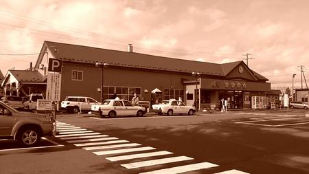 レトロ風な五稜郭駅の写真_b0106766_21395011.jpg
