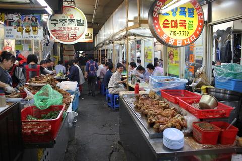 孔徳市場(コンドッシジャン)のチヂミ横丁_a0223786_1646619.jpg