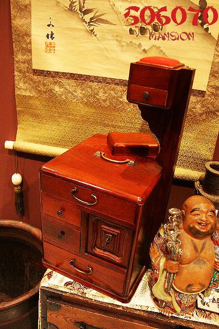 和裁の裁縫箱/絎台(くけだい)_e0243096_1343847.jpg