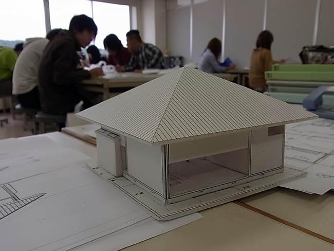 大学の講義「白の家(篠原一男)」模型製作_b0186200_6582051.jpg