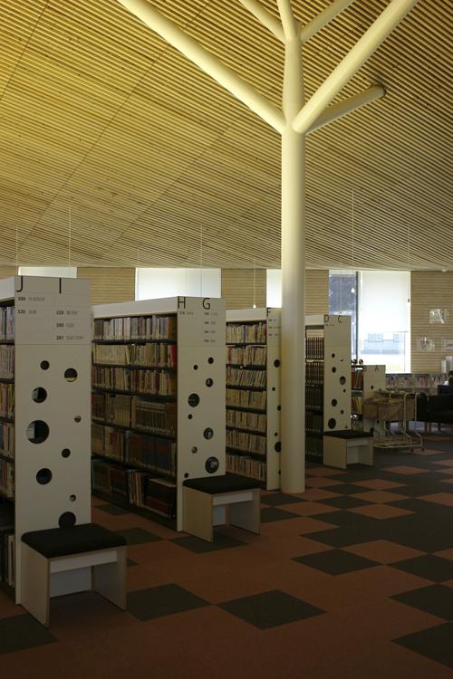 小布施町立図書館「まちとしょテラソ」_e0203309_20503428.jpg