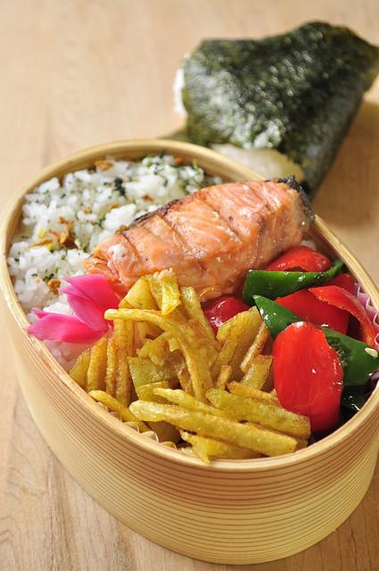 鮭とポテトガレットのお弁当_b0171098_8263363.jpg