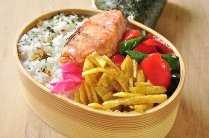 鮭とポテトガレットのお弁当_b0171098_8395630.jpg