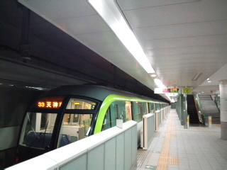 福岡地下鉄七隈線橋本駅にいます!やっぱりきれい!_d0082356_13371720.jpg