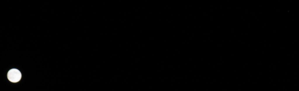 2011年11月11日 昨夜の月と木星とiOS 5.0.1_c0025115_18333119.jpg