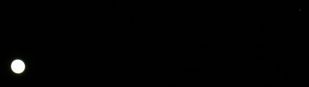 2011年11月11日 昨夜の月と木星とiOS 5.0.1_c0025115_18333330.jpg