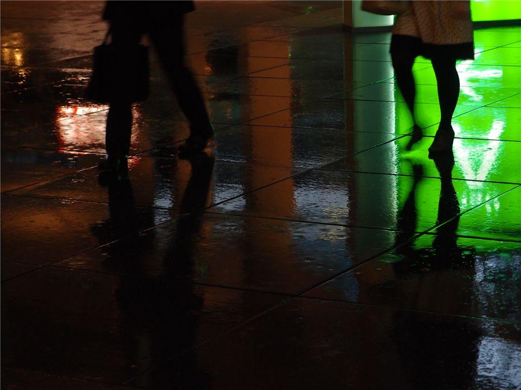 反射で遊ぶ 雨の有楽町_f0224100_01074.jpg