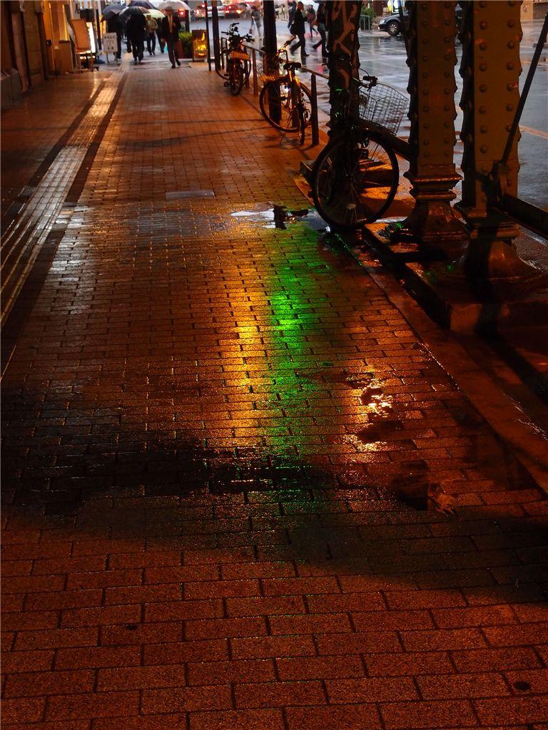 反射で遊ぶ 雨の有楽町_f0224100_011203.jpg