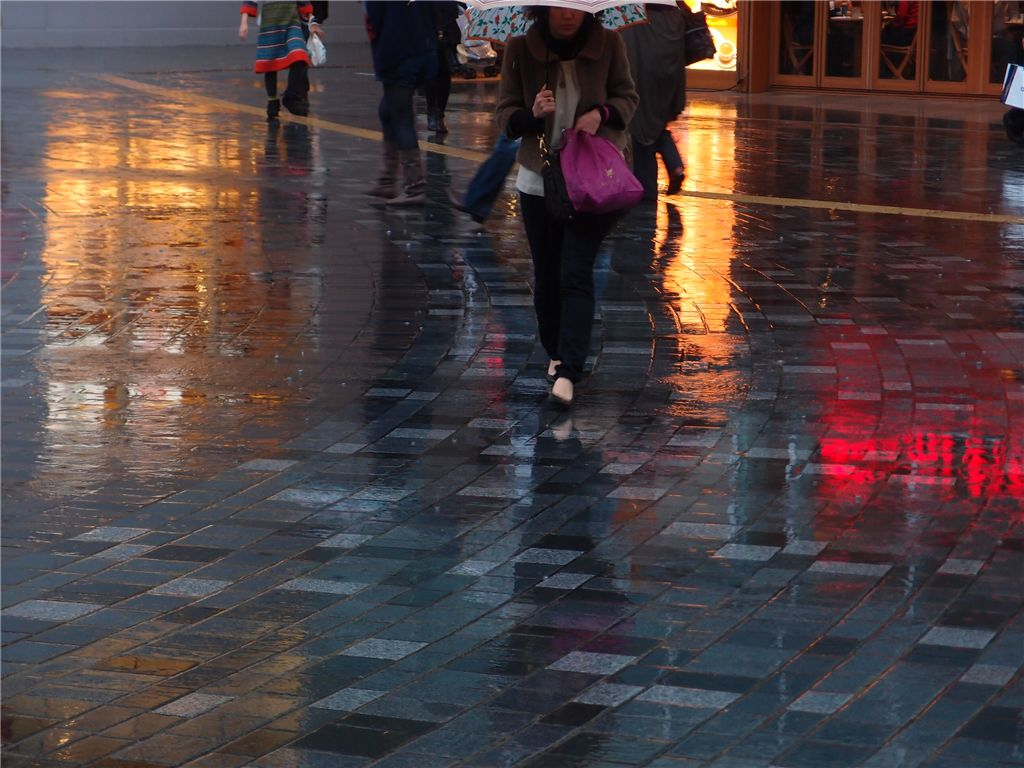 反射で遊ぶ 雨の有楽町_f0224100_033032.jpg