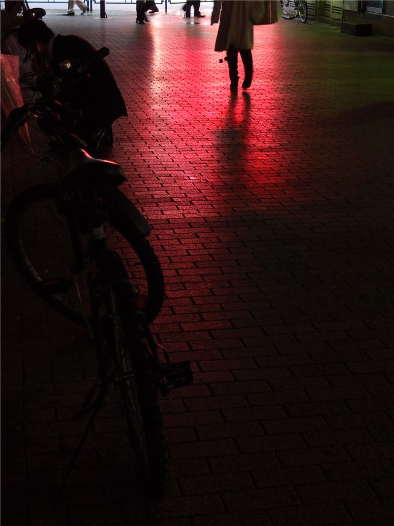 反射で遊ぶ 雨の有楽町_f0224100_06184.jpg