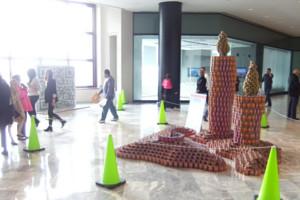 今年も缶詰アートのカンストラクション開催中 Canstruction_b0007805_1231521.jpg