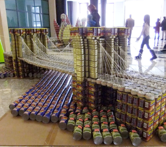 今年も缶詰アートのカンストラクション開催中 Canstruction_b0007805_12321863.jpg