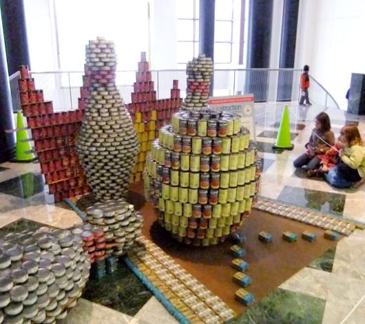 今年も缶詰アートのカンストラクション開催中 Canstruction_b0007805_1232274.jpg