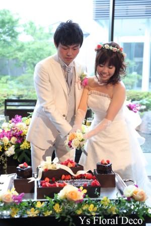 白ドレスに合わせるピンクの花冠_b0113510_1237474.jpg