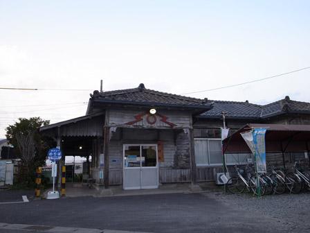 新村駅_a0014840_22163871.jpg
