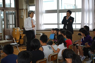 フェアー後の活動 その1 小学校訪問_d0047461_15544927.jpg