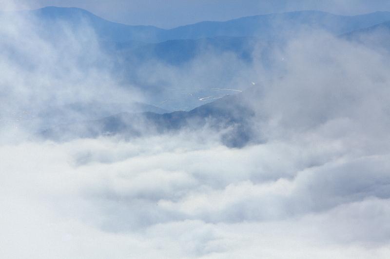 雲沸き立つ、遠野盆地_e0183063_9471293.jpg